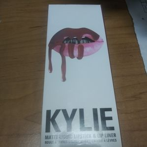 Kylie lip liner/lipstick set